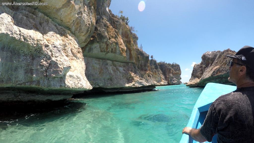Bahía de las Águilas - Paseo en bote hasta la playa Bahía de las Águilas en la Provincia - Pedernales