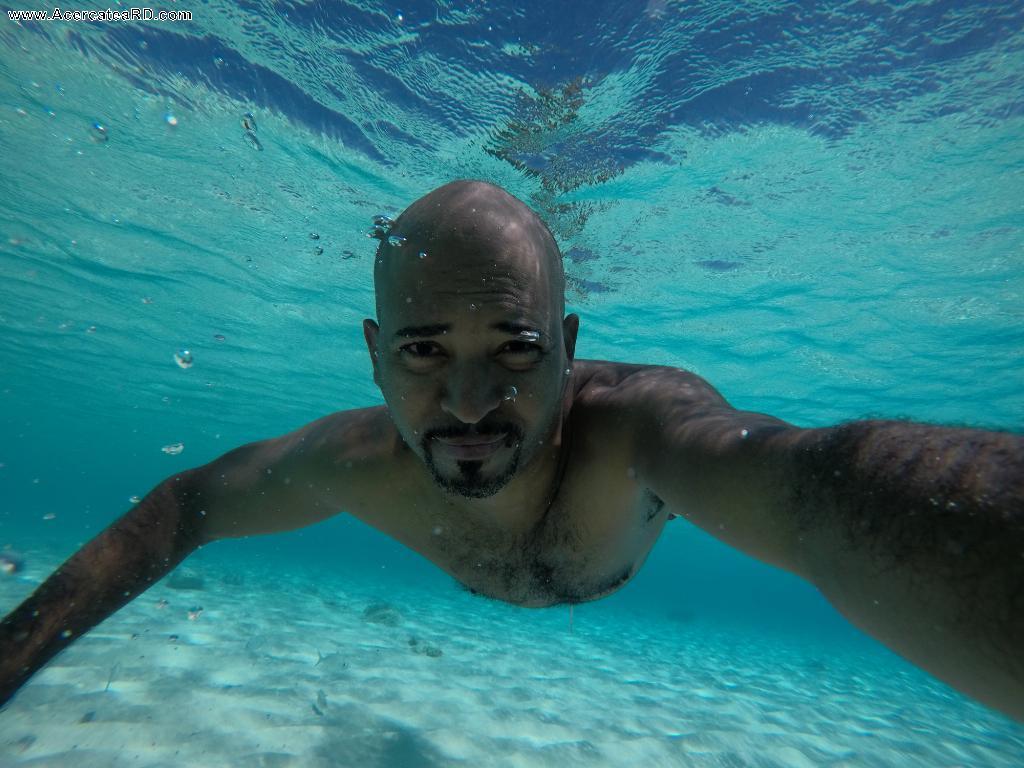 Bahía de las Águilas - Nadando en las aguas cristalinas de Bahía de las Águilas en la Provincia - Pedernales